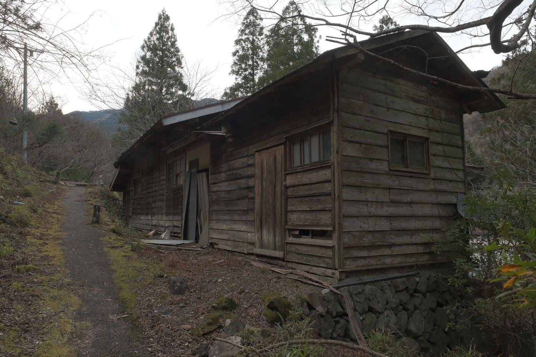 空き家になっている家屋。雅子様ご成婚に関連した小和田駅婚礼イベントを行ったとき、この家屋が使用されたという。
