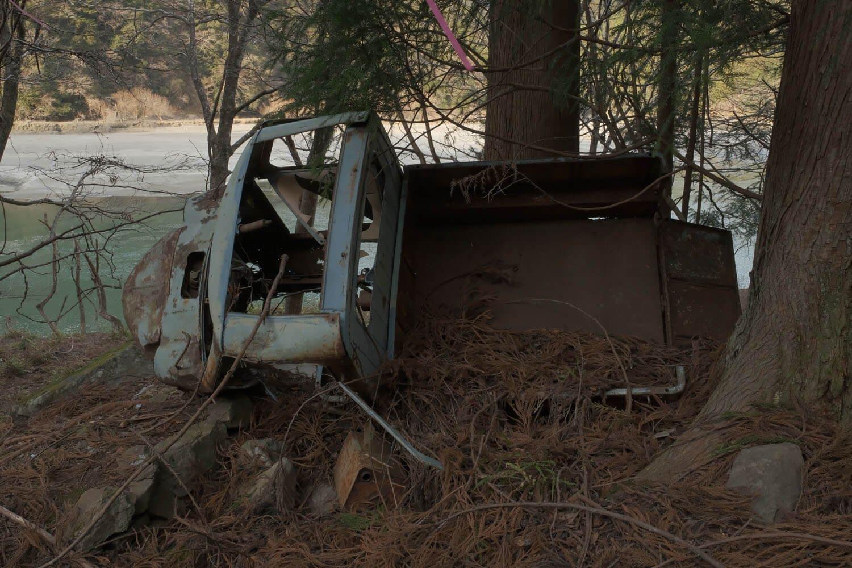 あちこち壊れているが事故で破壊された感じはしなかった。