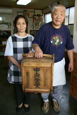 中央食堂 ご主人と奥さん
