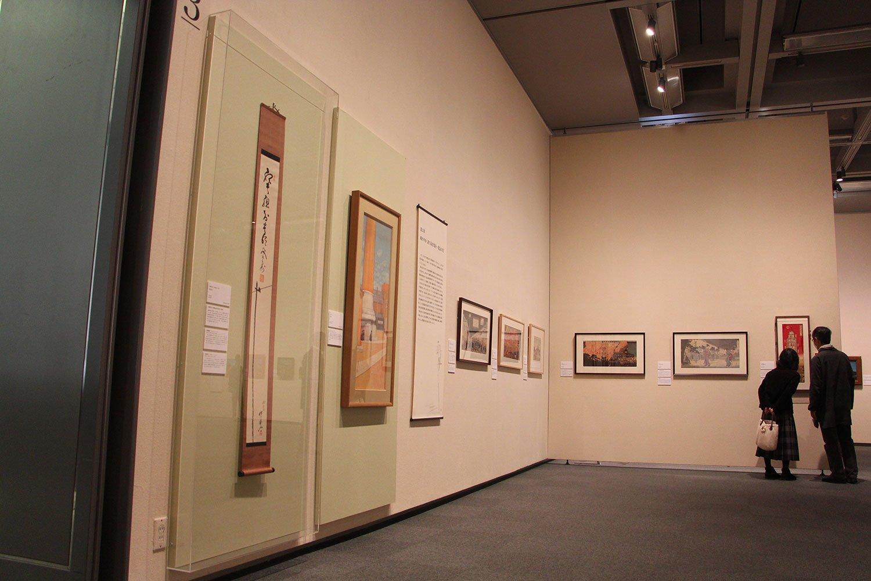 河鍋 暁斎・山岡鉄舟の明治前記の合筆作『電信柱』(写真左側)も展示されている。