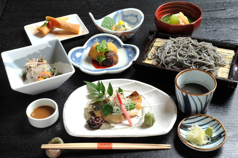 和の薬膳4180円の料理は季節により異なる。昼限定なので時間に注意。