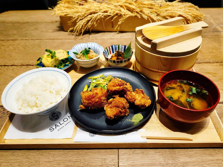 信玄鶏の唐揚げ定食 1350円。