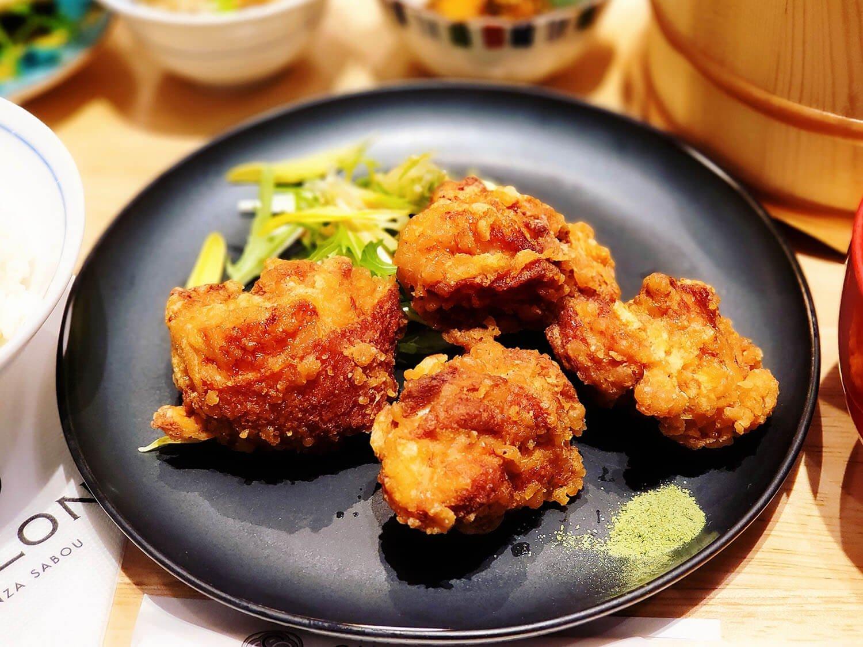 サロンギンザサボウの信玄鶏の唐揚げ