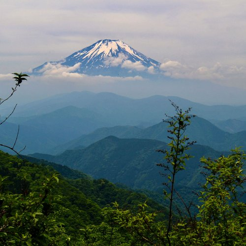鍋割山荘小屋主・草野延孝さんに聞く、山との付き合い方と、壮絶な歩荷へのこだわり。