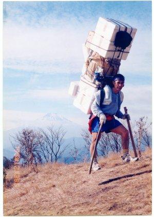 鍋割山荘 荷揚げ (2)