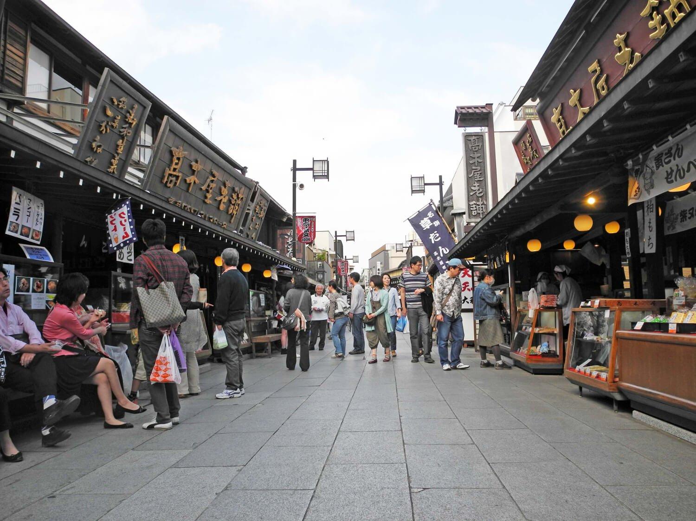 帝釈天参道は古い建物が多く、「葛飾柴又の文化的景観」として国の重要文化的景観に指定。
