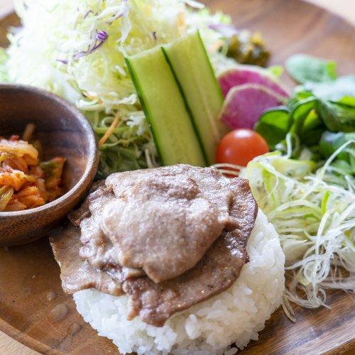 見知らぬ土地での開業から、地元住民に愛される店へ。牛タンと秩父野菜を味わえる『LAMP』