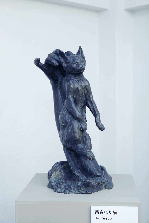 愛猫家としても知られる朝倉。「吊された猫」の緩んだ顔に和む。