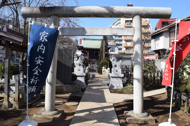 いつもの散歩コースだった粟島神社に久々にお参り。