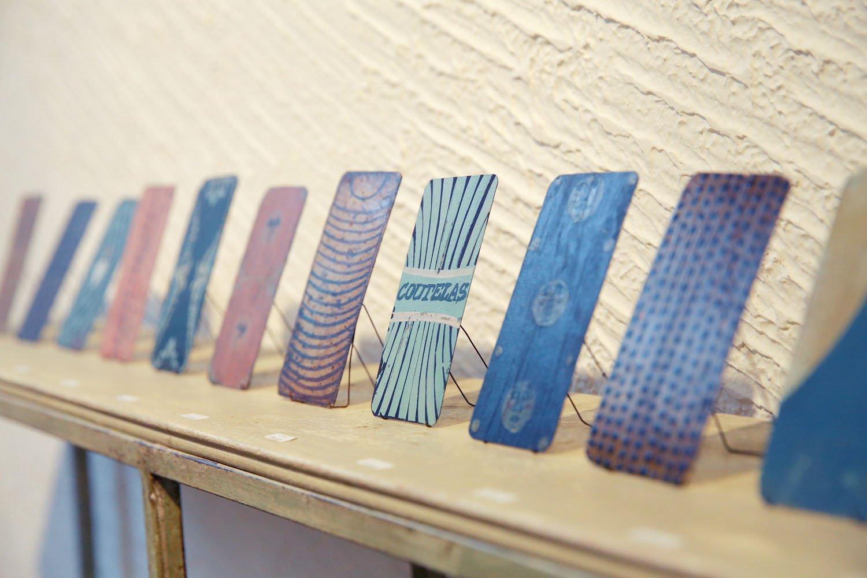 クートラスのカード画「カルト」。つい手に取りたくなるミニサイズ。