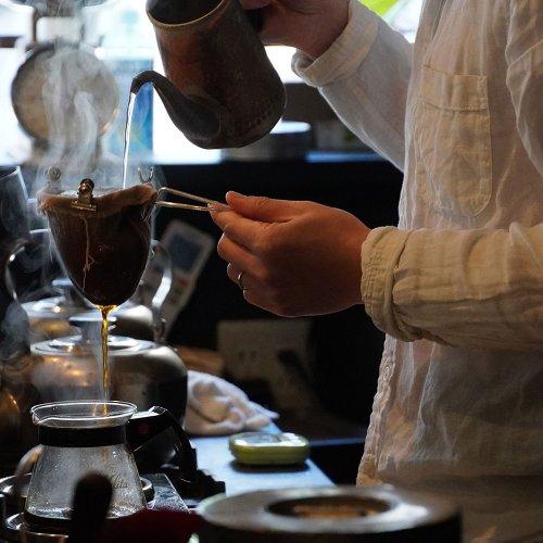 雑司が谷のジャズが流れる喫茶店『キアズマ珈琲』で味わう、隠れ家感とコーヒーの香り