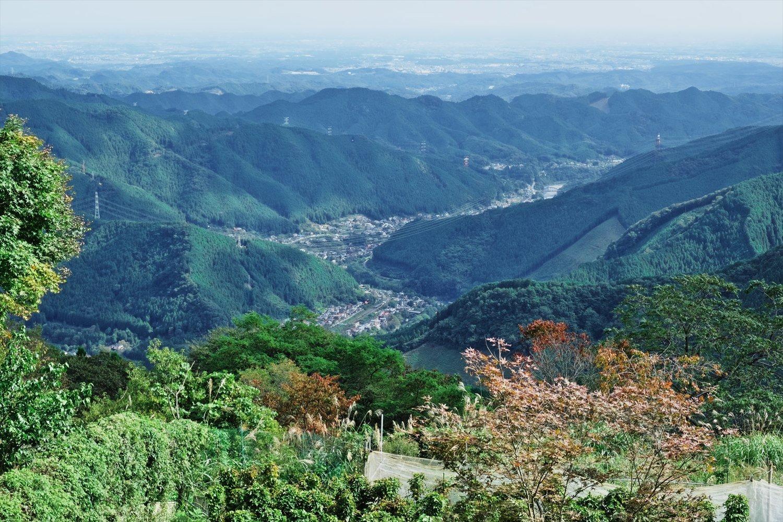 富士峰園地展望台からの眺め。近くには食堂もあり、夏はレトロなリフトも営業する。