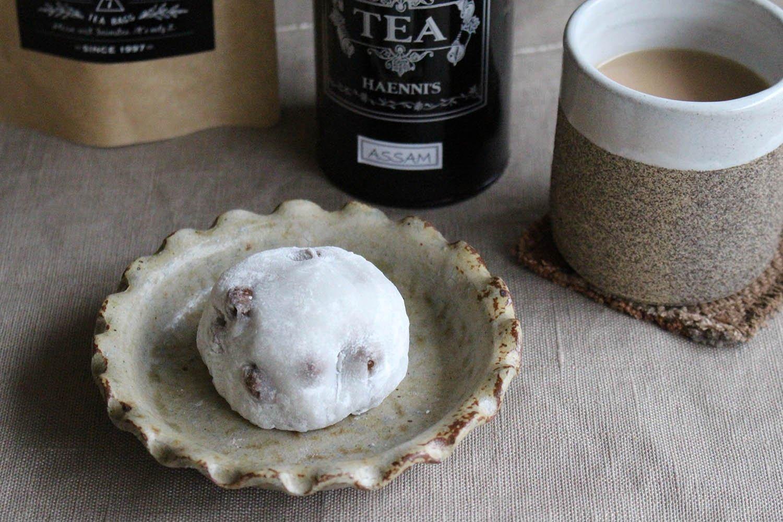 まろやかなミルクティーは和菓子と好相性。アッサムティー茶葉50g入600円+缶代250円(税抜)。