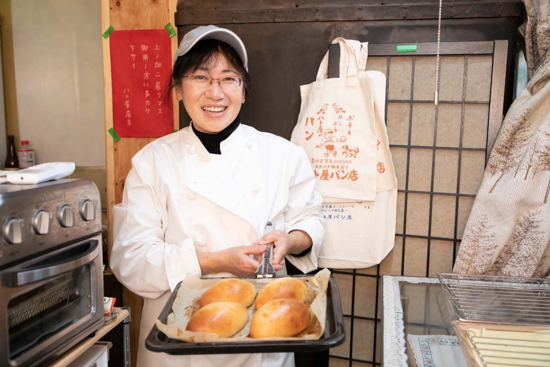 笑顔がまぶしい店主の紙田和代さん。