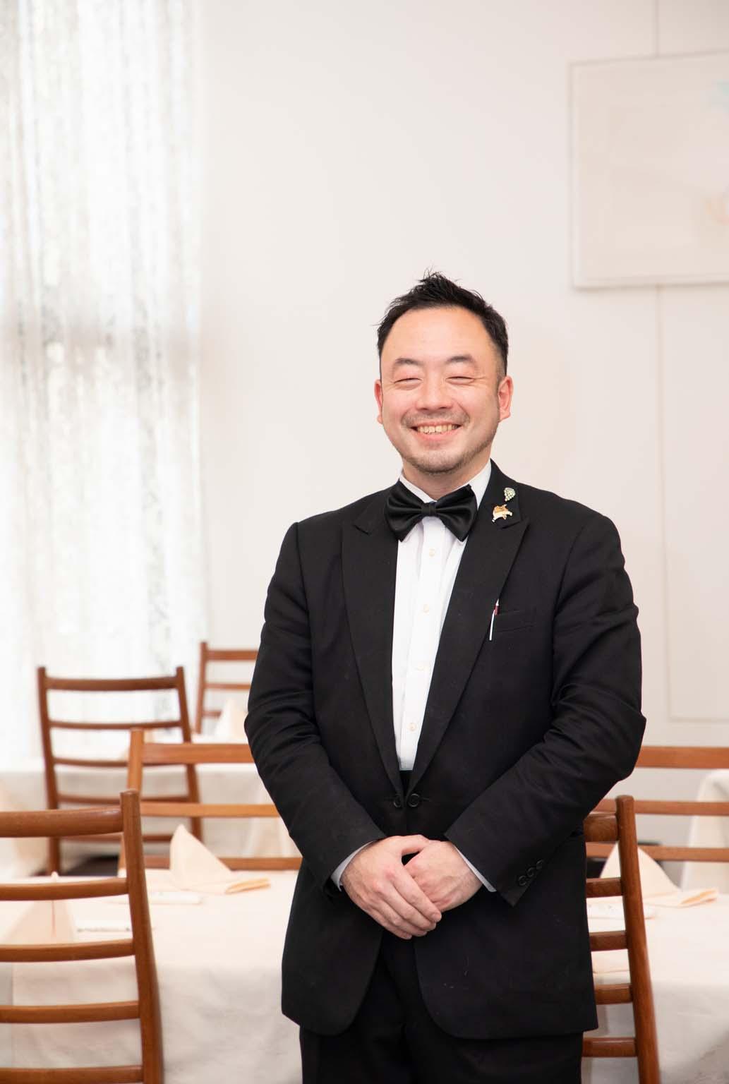 副支配人の岡田晃さん。ワインやハーブのエキスパートでもある。