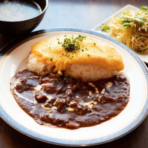 ランチは日替わりで1種類。浜松町『洋食や シェ・ノブ』の店内で、日本生まれの洋食を