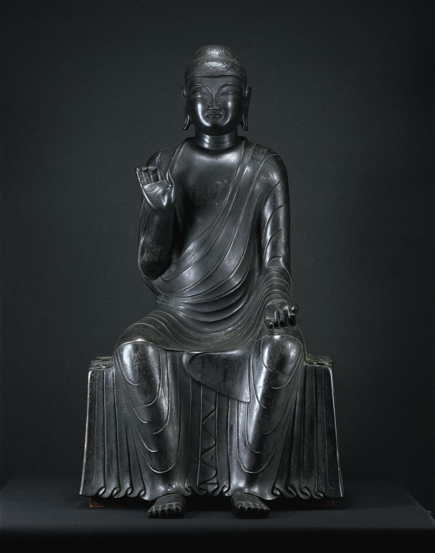 白鳳時代につくられた国宝・釈迦如来像。都内寺院唯一にして、東日本最古の国宝仏。