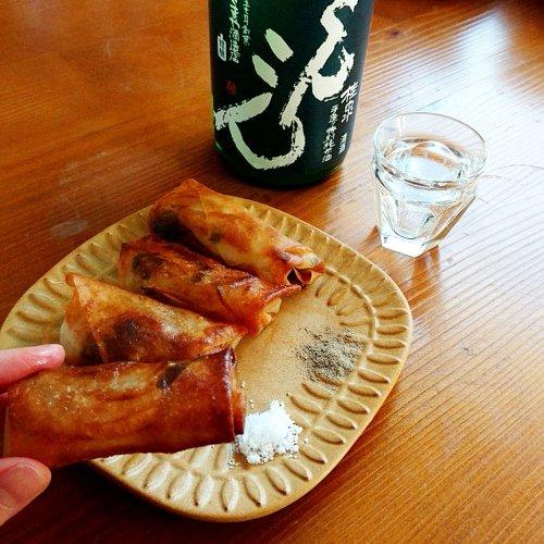 ふきのとうと新玉ねぎの春巻きに「桂泉こんこん」【山内聖子の偏愛する日本酒とつまみの話】
