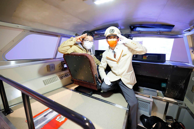 この日は本物のロマンスカーの運転士さんが運転を教えてくれました。 しかもこちらの運転士さん、実は「LSE」の最終列車を運転された方です!