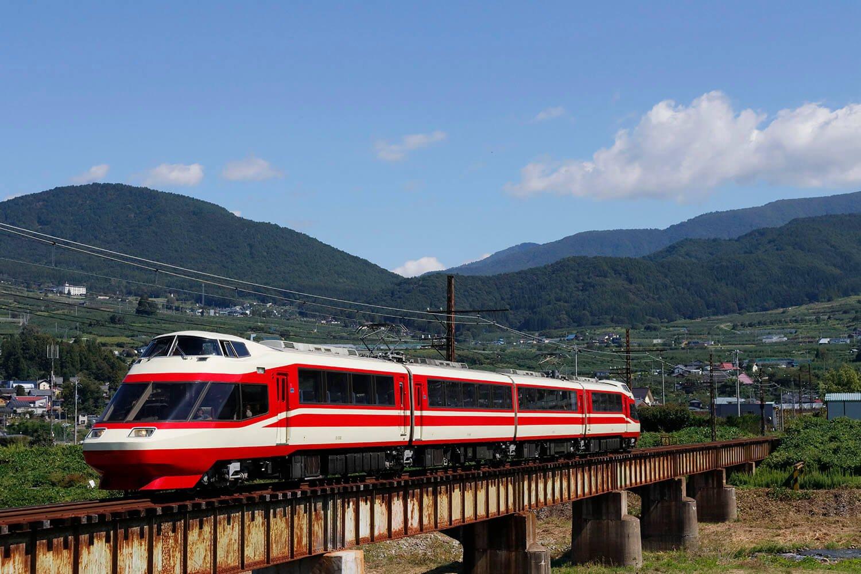 長野電鉄で活躍する「HiSE」。 箱根を走っていた名車は、今も長野の名湯、湯田中温泉へ観光客を届けています。