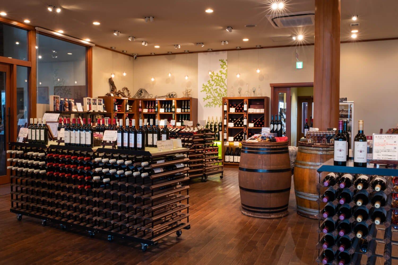 ショップではワイン購入のほか10種前後の有料セルフ試飲も可能だ。