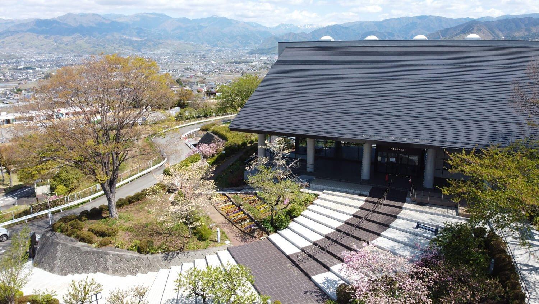 中央道釈迦堂下りPAには専用階段がある(写真提供:釈迦堂遺跡博物館)。