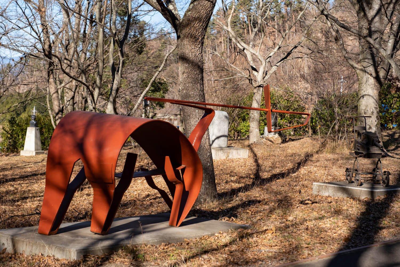 野外彫刻のなかには一瞬「?」と感じる作品も入り混じっている。