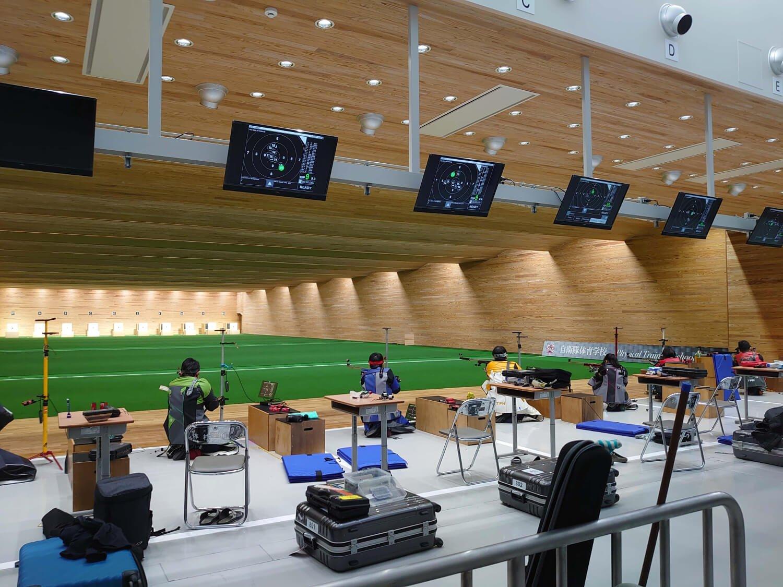 前会場跡地の一角に新築した自衛隊体育学校ライフル射撃訓練場。50mライフル3姿勢競技は膝射・伏射も。
