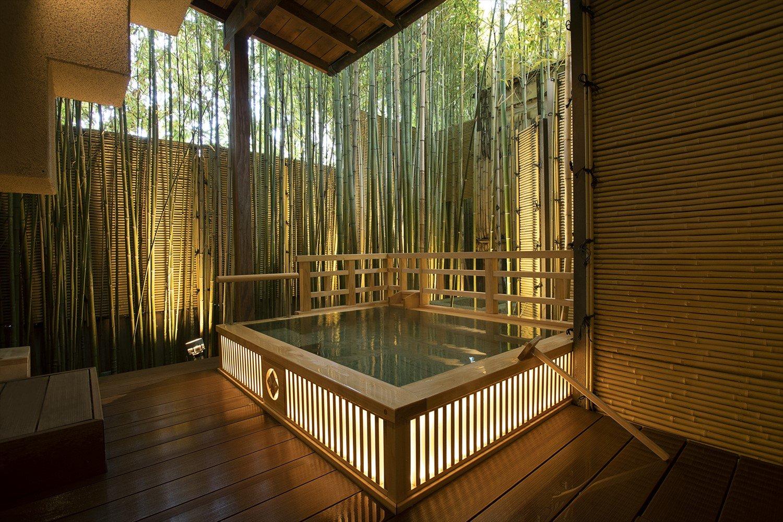 源泉は約70℃だが、季節に応じてちょうどいい温度に調整する。