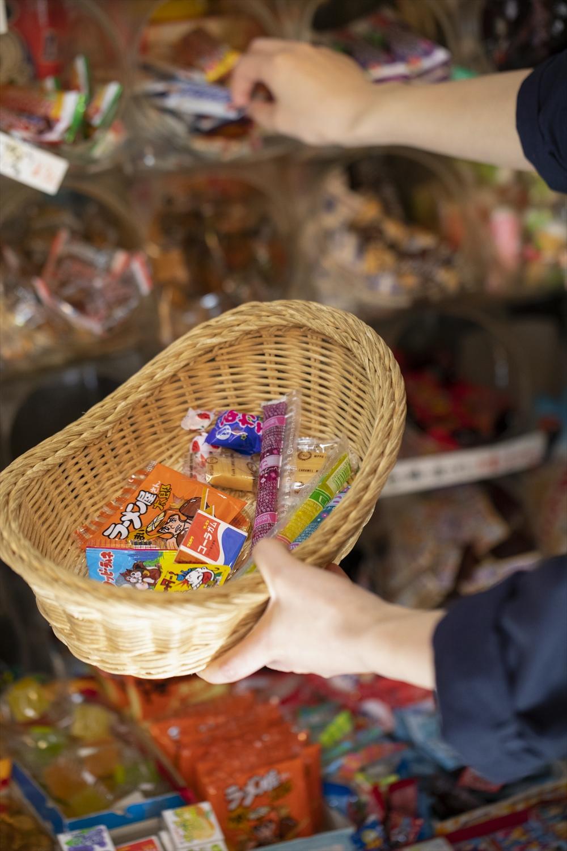 昔懐かしい商品から初めて見る新作まで駄菓子を大人買い!