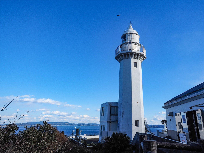 〔ココがときめき!〕東京湾を行き来する大型船を灯台から無心に眺めるのも乙なもの。