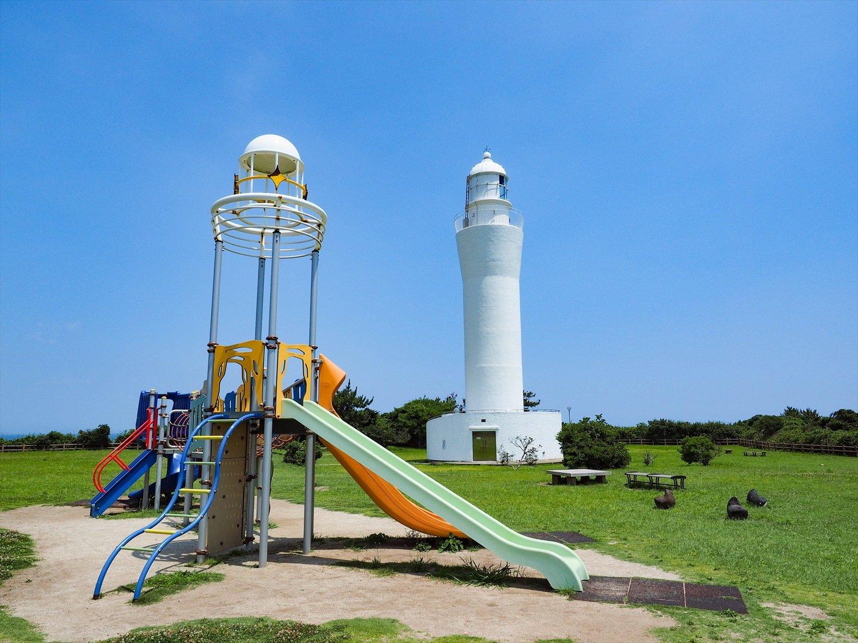 〔ココがときめき!〕久慈浜海水浴場から眺める灯台と朝日のコラボレーションにもキュン!