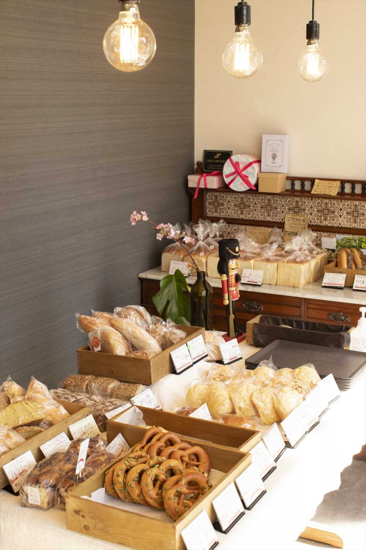 人気のプレッツェルは180円~。続々とお客さんが訪れ、早く売り切れることも。