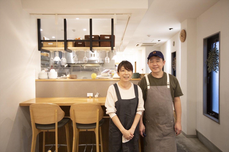店主の木川賢太さんと奥様の奈津貴さん。