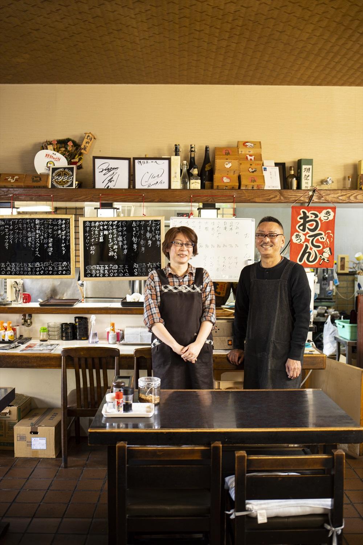 「木更津名産のアサリを使った料理をどうぞ!」お店を切り盛りする平方さんご夫婦。