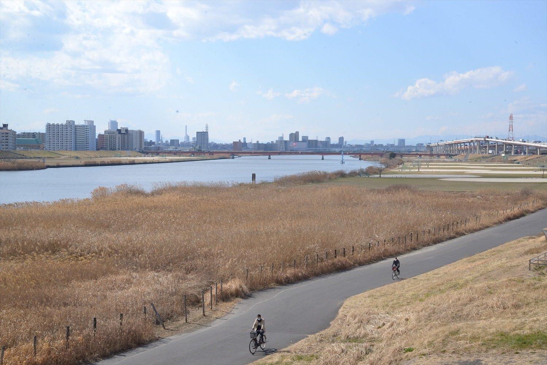 この荒川は大正2年(1913)から17年かけて掘られた人工の放水路。当然、芭蕉はこの川を目にはしていない