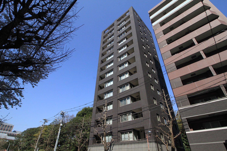 1フロア2戸で、最上階は1戸、全戸が南向き角部屋と独立性が保たれている「Brillia護国寺富士見坂」。
