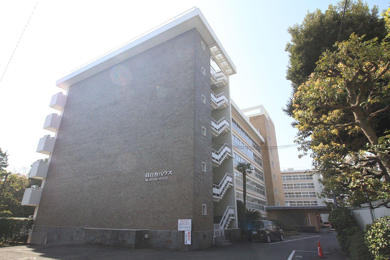 1962年築の「目白台ハウス」。眼下に江戸川公園を見渡せる。