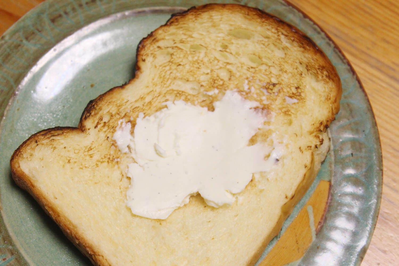 蔵王クリーミースプレッドバニラを塗ったパン