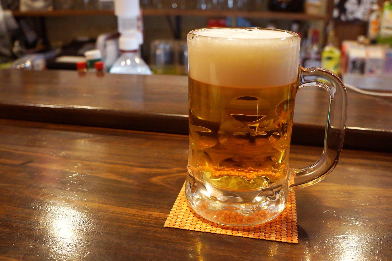 生ビール中ジョッキは380円とリーズナブル。