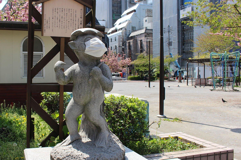 錦糸堀公園のカッパ像。マスクをしています。
