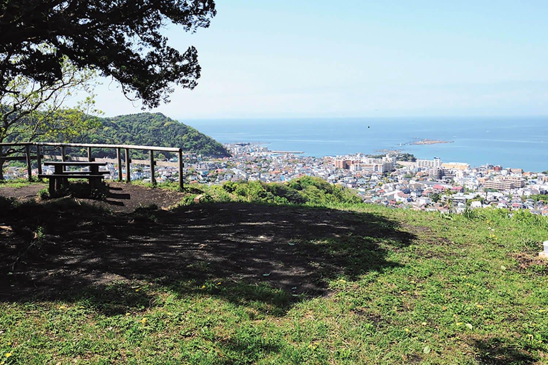 仙元山は標高たった118mだが、素晴らしい電防だ。江の島もくっきり見えた。