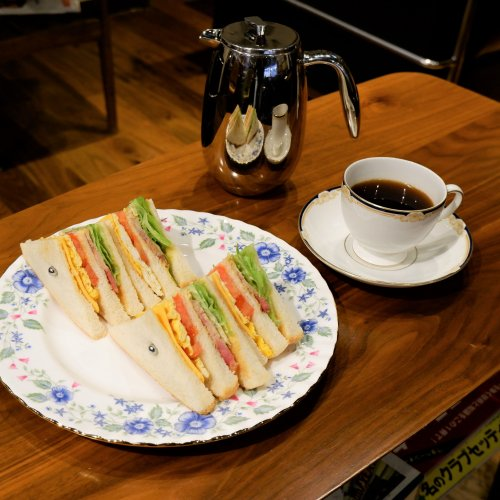 ランチも好評!フレンチプレスコーヒーとゴルフ愛が看板メニューの神田の喫茶店『Tee Time』