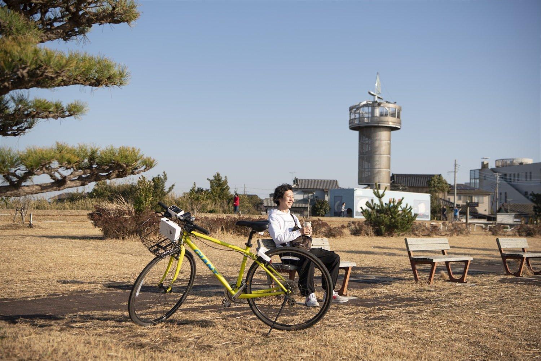 天王崎公園で休憩を。展望塔兼トイレの「風の塔」が目印だ。