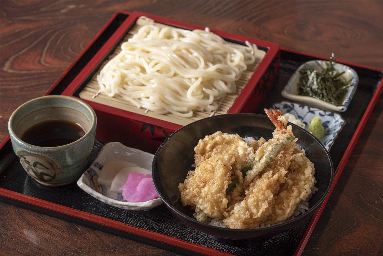 うどんミニ天丼セット1100円。