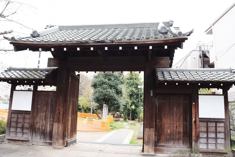 丹羽家の遺構である「腕木門」。現在、豊島区指定有形文化財となっている。