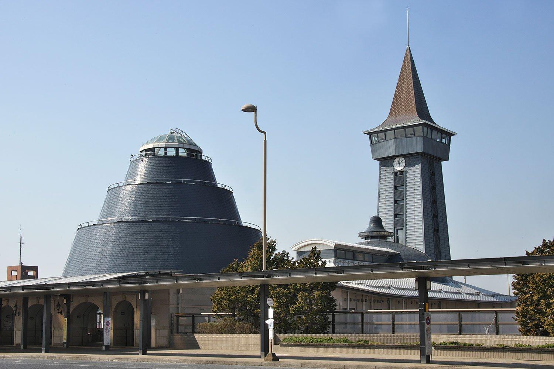関東の駅百選にも選ばれた印旛日本医大駅の駅舎。 時計台の展望台は普段は上れない。