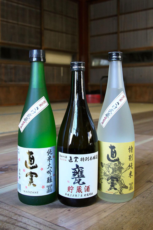 熊谷産酒米を使った純米大吟醸 2453円(写真左)と特別純米1320円(右)。真ん中は一斗甕で3年以上寝かせた甕貯蔵酒2453円。とにかくうまい!