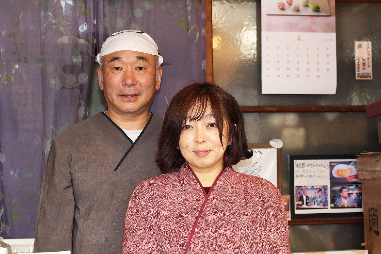 9代目の古島満さん、ひとみさん夫婦。ひとみさんの温かい接客も大きな魅力だ。