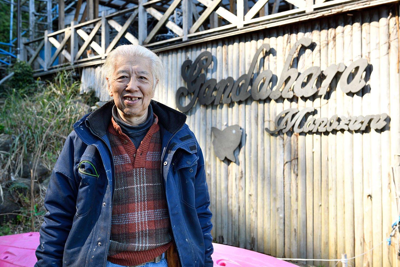 代表の岩間浩造さん。「俺は寂しがり屋だからソロキャンプなんて無理だね。ガハハ!」。
